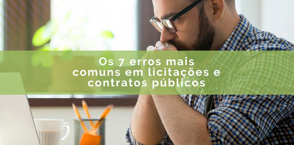 pessoa lendo texto sobre erros mais comuns em licitações e contratos públicos